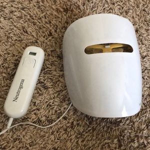 Neutrogena light therapy mask.